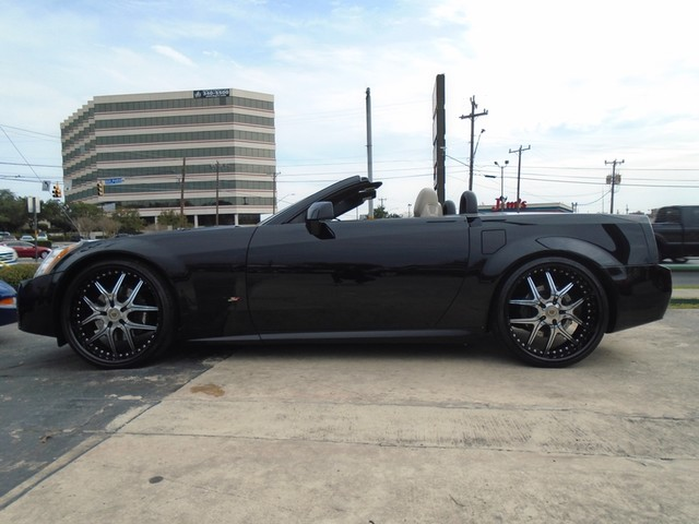 2006 Cadillac XLR Custom – lots of up grades