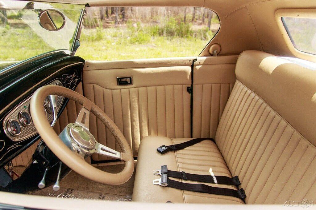 true show car 1932 Ford Highboy Roadster Custom