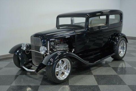 performance machine 1932 Ford Tudor Sedan custom for sale