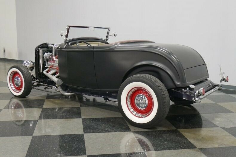 triple-deuce 1932 Ford roadster custom